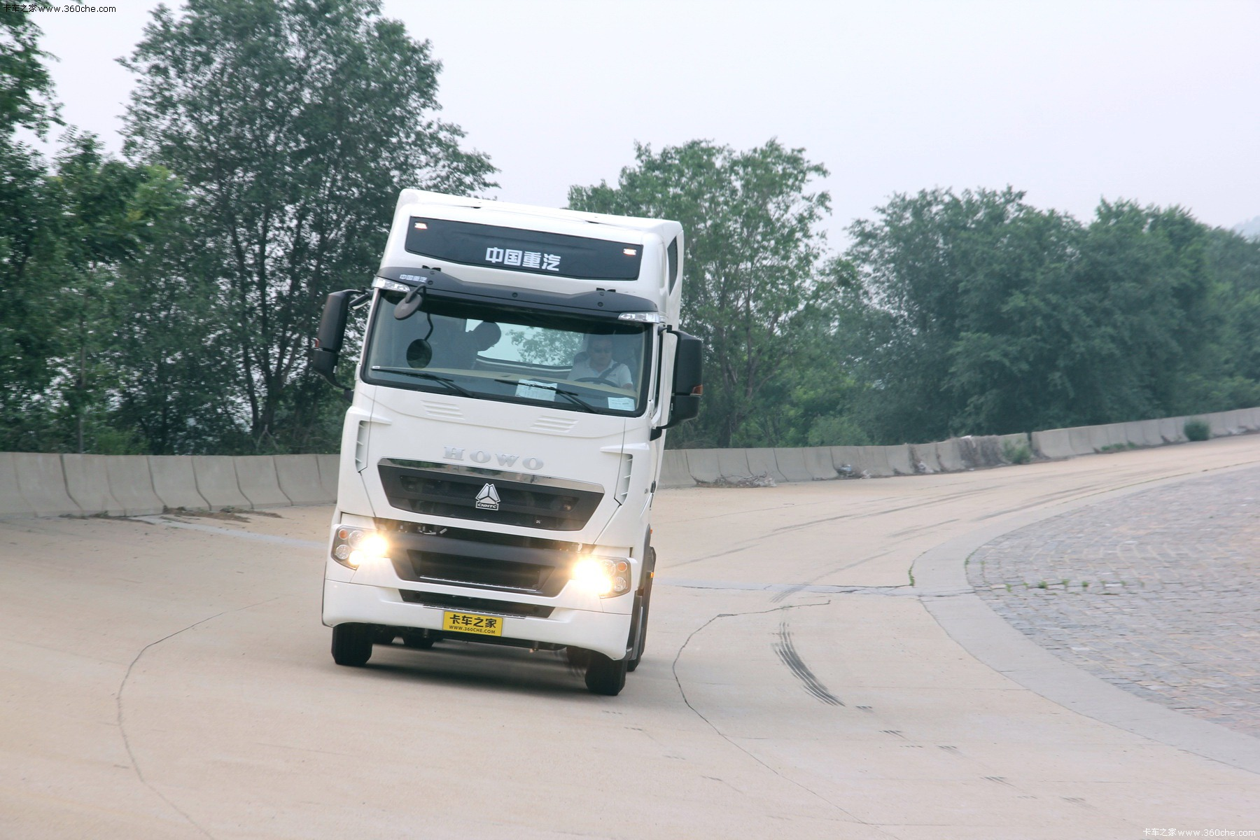 How to Drive HOWO T7H Truck Right. --Making a Good Truck Doing Good.